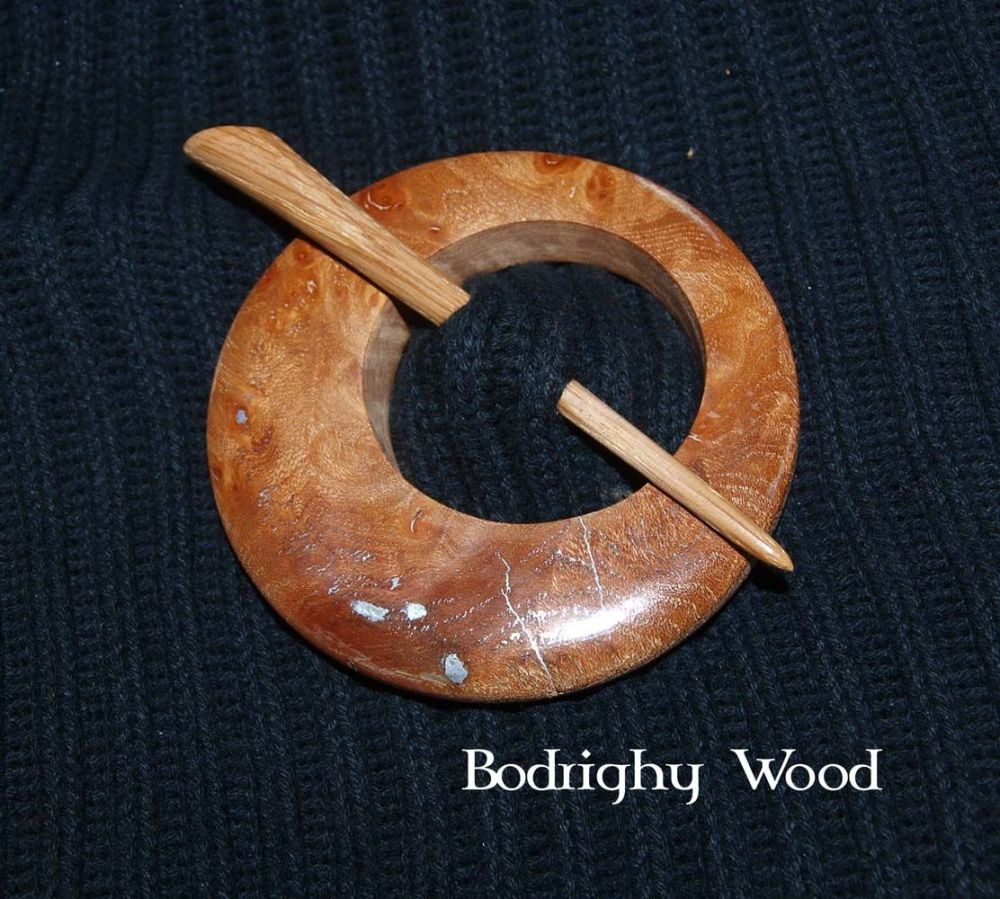 New ProductCestnut Celtic Brooch