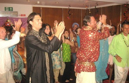 Bollywood dancing team building / bollywood dancing for companies / bollywood dancing teacher London / bollywood dancing teacher Richmond / away day activity / team building ideas / corporate event ideas / bollywood dancing London / bollywood dance company Richmond