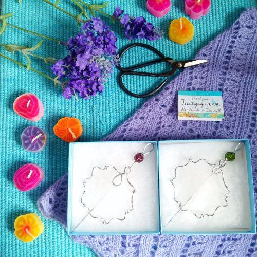Tattysquawk Shawl Pin - Wreath - red bead