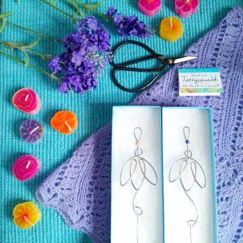Tattysquawk Shawl Pin - Snowdrop with purple wooden bead