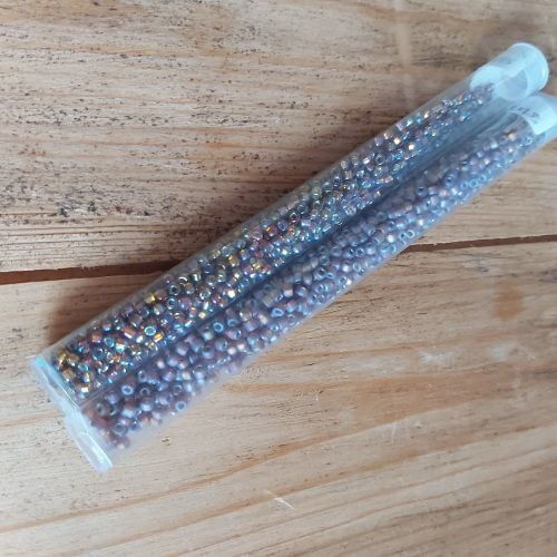 Size 8 seed beads - 648 & F648