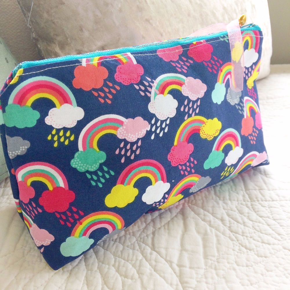 Unicorn & rainbows zip up bag