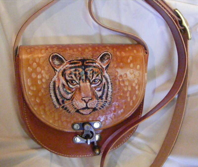 leather bag / tiger