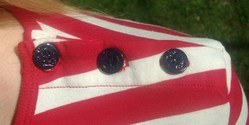 POP redwhite dress buttons