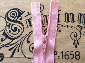 7 Inch Pink Zip YKK Closed End 18cm Nylon Baby Pink Zipper
