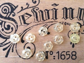 Pale Yellow Flower Buttons, Set of 10 x 11mm