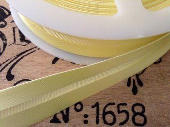 Light Yellow Satin Bias 19mm Fabric Trim Bridal Corsets Primrose 1m