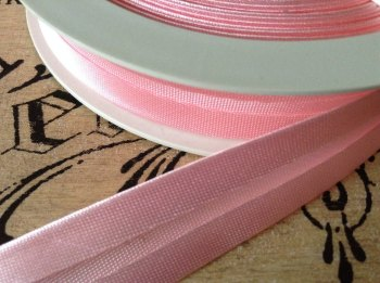 Satin Bias Binding 25 metres MID PINK double folded