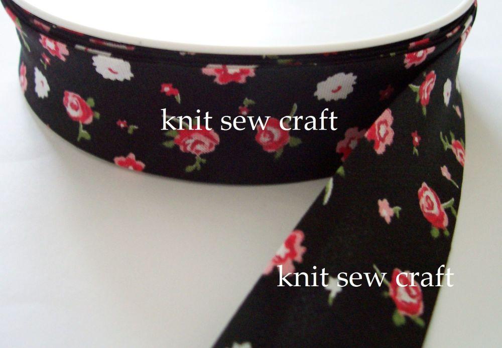 25mm flower patterned sewing tape 25m reel 883-2326