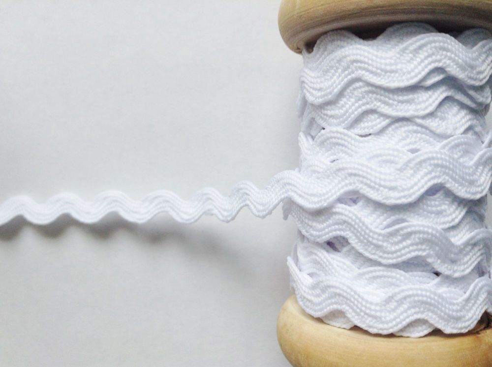 Ric Rac White Braid Zig Zag Pattern 7mm Decorative Fabric Edging
