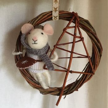 Christmas mouse and tree wreath