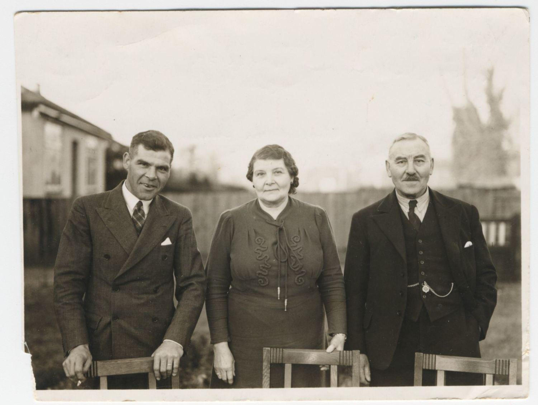Ruth Eliza and George Albert Howard with Leslie Howard