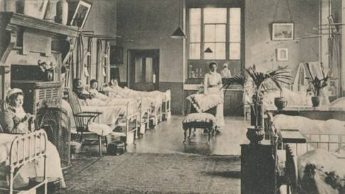 The President Ward at St Bartholomew's Hospital, London, circa 1900