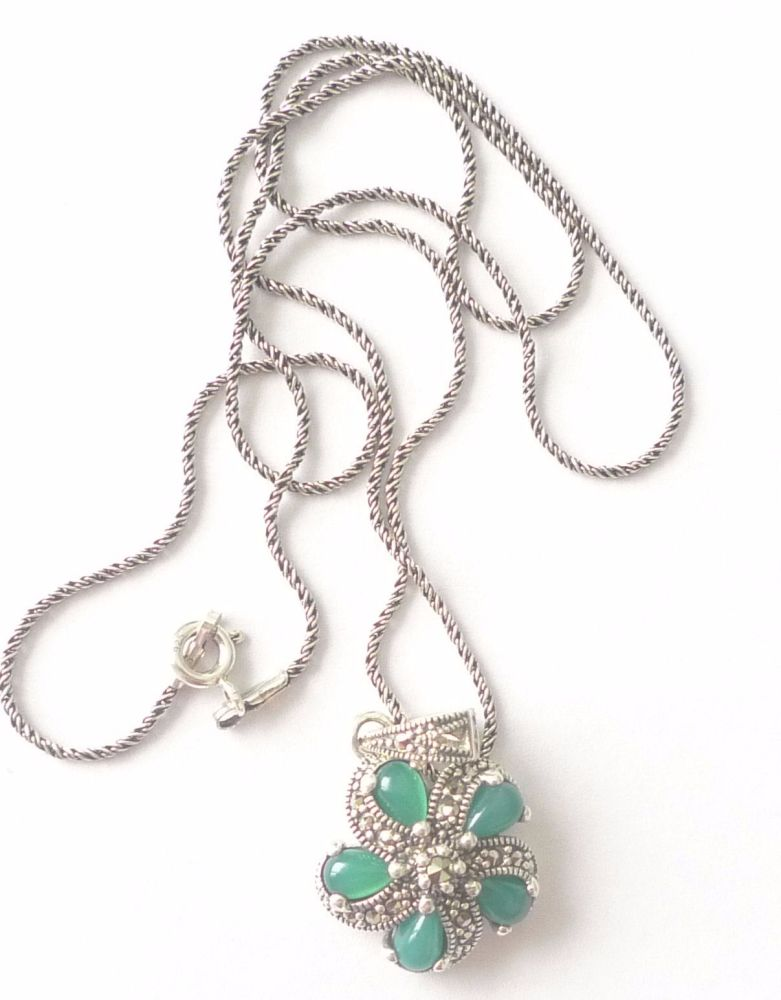 Green Agate silver Pendant Necklace with 5 stones