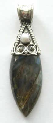 Labradorite Silver Pendant with Pearl