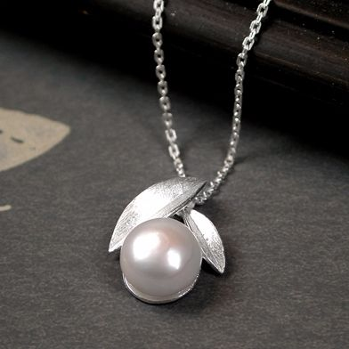 Silver leaf Necklace with Pearl