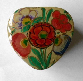 Kashmir Trinket Box Heart shaped cream with Flowers (801)