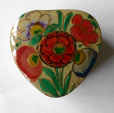 Kashmir Trinket Box Heart shaped cream with Flowers (801)