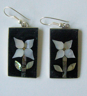 Mexican earrings black inlaid with shell  (Mex39)