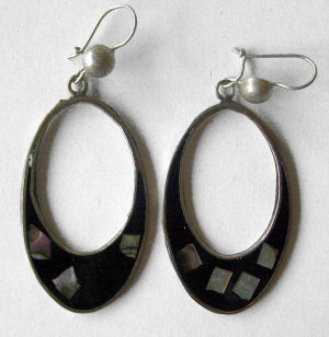 Mexican earrings inlaid with shell  (mex18)