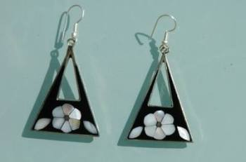 Mexican earrings inlaid with shell  (mex09)