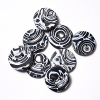 Black and white buttons, 27 mm Round Buttons