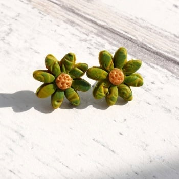 Small Daisy Earrings-Red and Green Stud Earrings