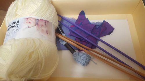 Teddy Bear with spare knit-kit