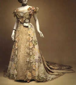 Period_middle_Edwardian_gown