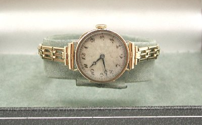 Lovely Art Deco Solid 9ct Gold Ladies Bracelet Watch.