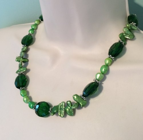 ''Green Pearl & Crystal Necklace