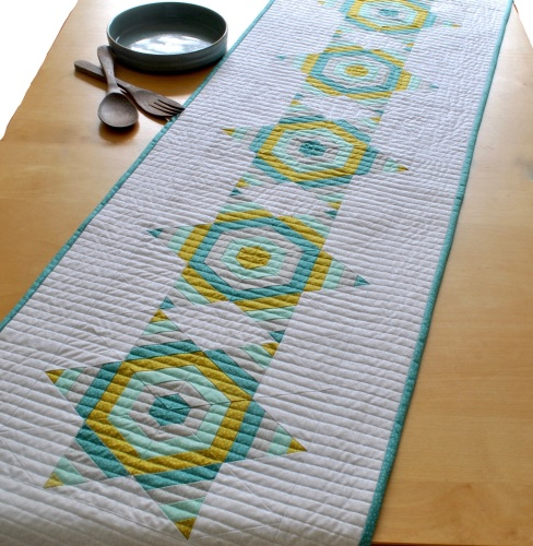 Strippy Star Table Runner Kit