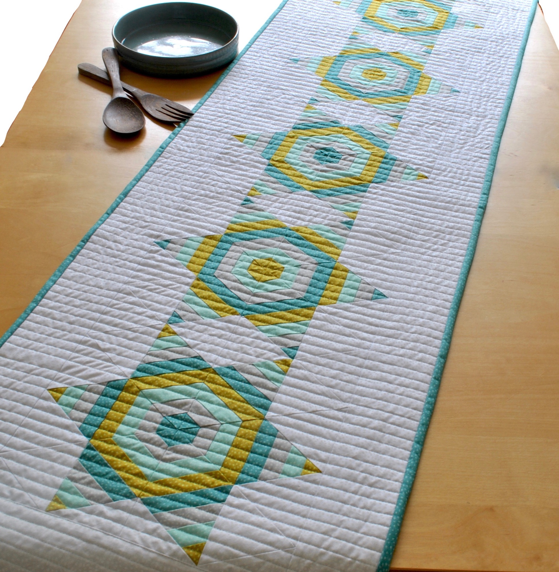 Strippy Star Table Runner free pattern