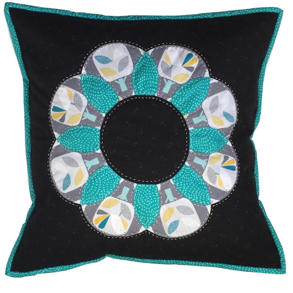 <!-- 003 -->Curved EPP Flower Cushion Kit in Grey Nesting Birds - English P