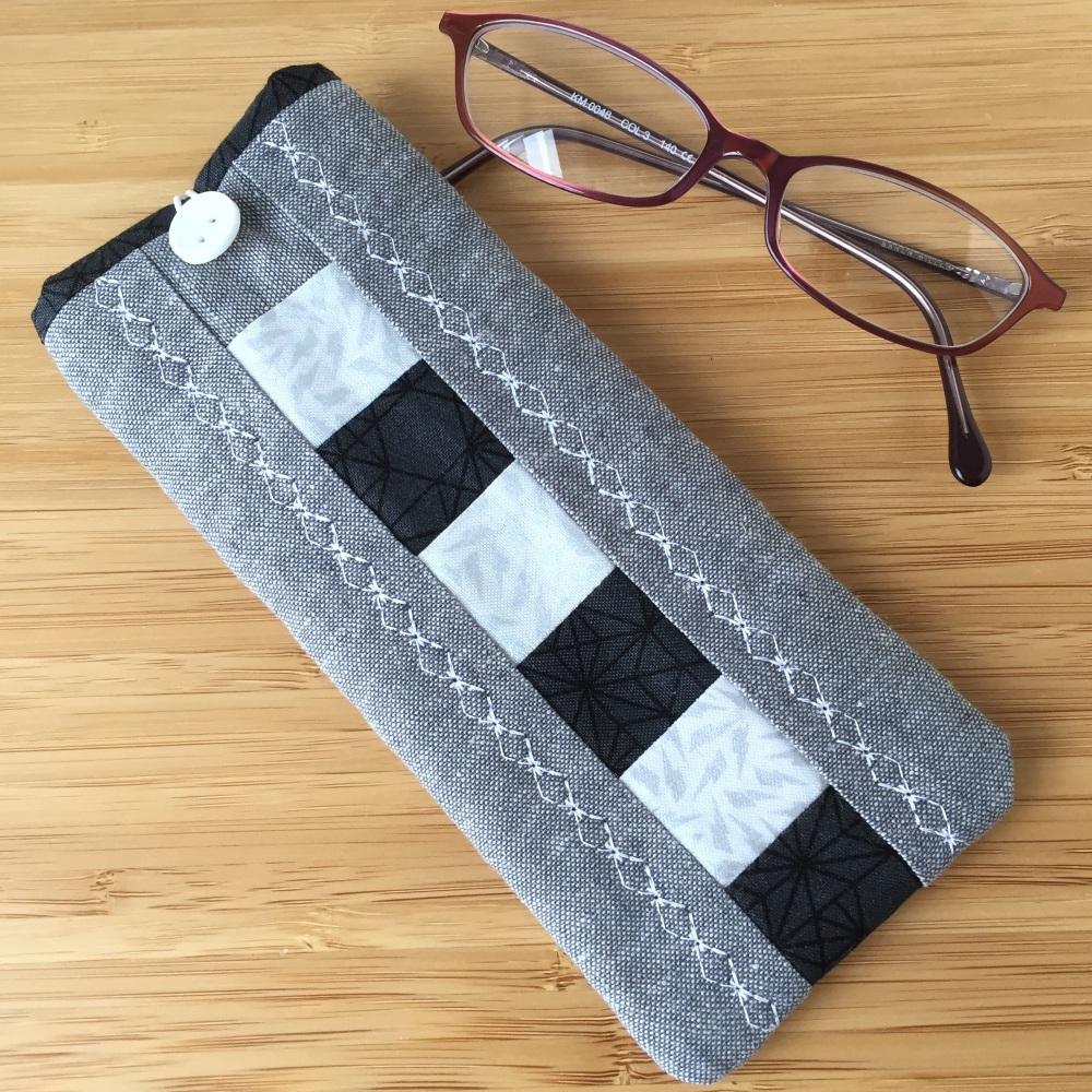 Patchwork Glasses Case Kit in Grey & Black