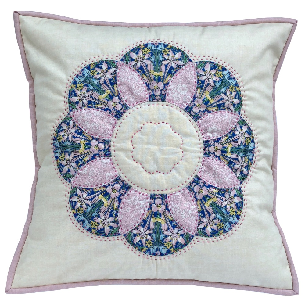 <!-- 003 -->Curved EPP Flower Cushion Kit in Liberty's Adlington Hall - Eng