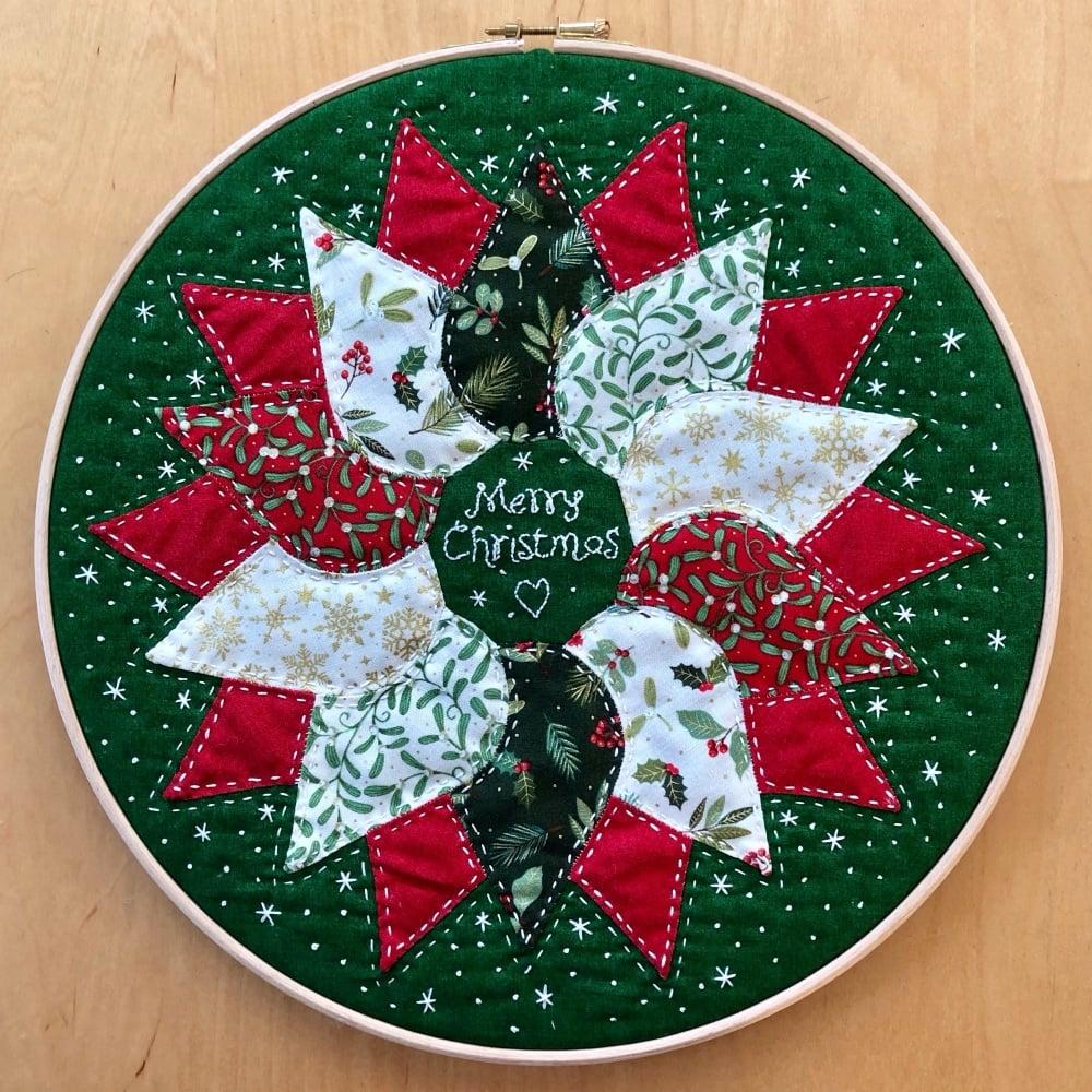<!-- 001 -->Christmas Wreath Hoop Art Kit in Yuletide - Curved English Pape