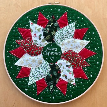 Christmas Wreath Hoop Art Kit in Yuletide - Curved English Paper-piecing Kit