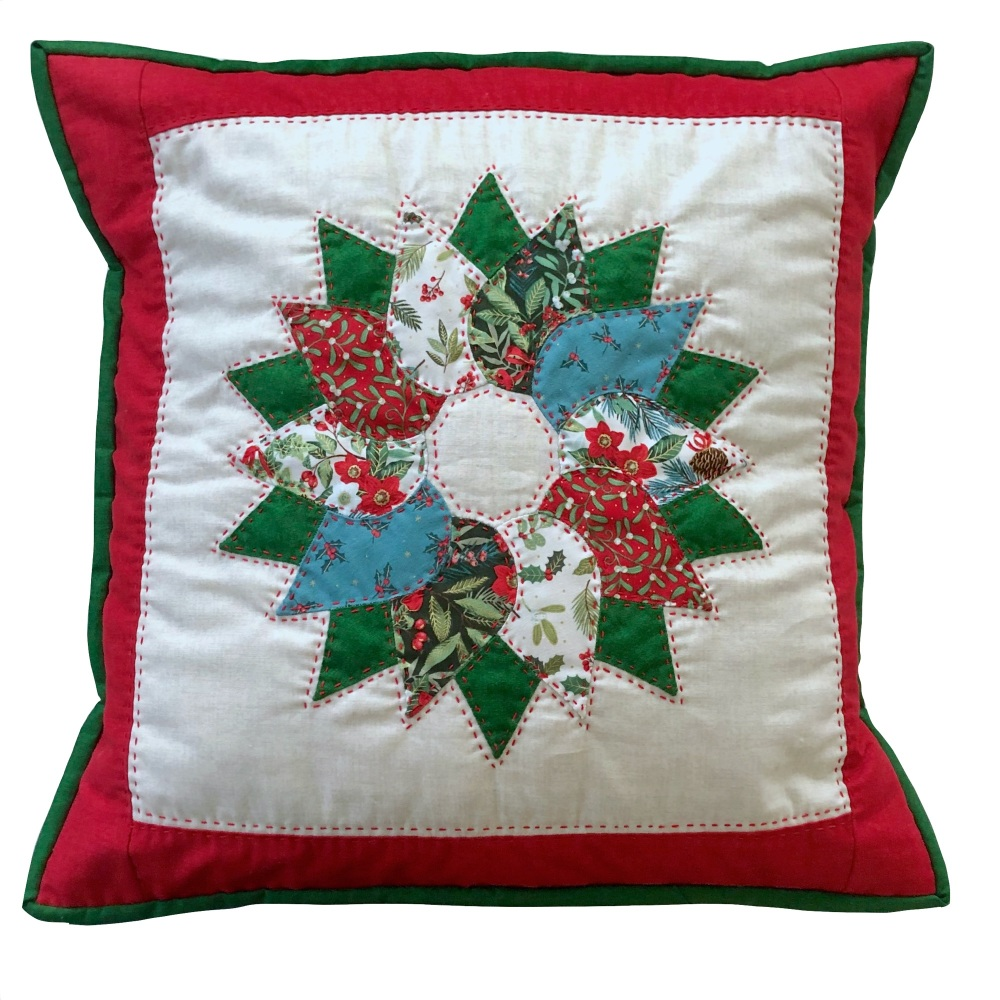 <!-- 001 -->Wreath Cushion Kit in Christmas Yuletide - Curved English Paper