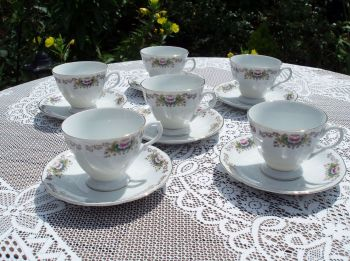 Set of 6 Vintage Chinese Porcelain Cups and Saucers
