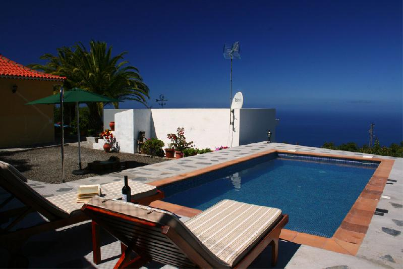 private swimming pool self-catering villa la palma