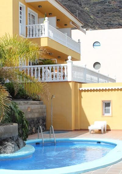 apartment with balcony, sea view swimming pool, puerto noas la palma