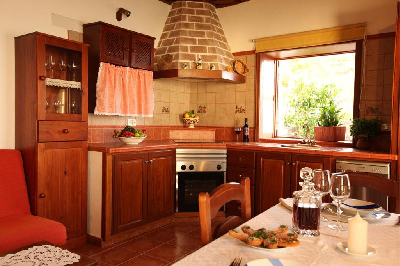 self-catering accommodation la palma tijarafe with private pool