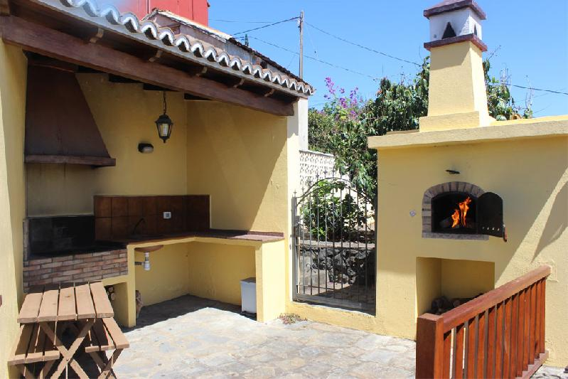 House to Rent with BBQ and bodega la palma