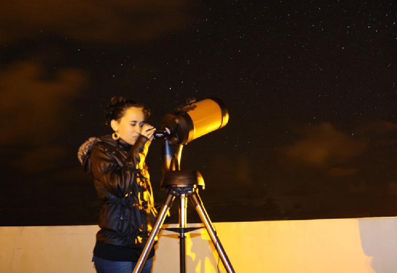 "Free use of telescope CELESTRÃ""N NextStar 6SE for amateur astronomers"