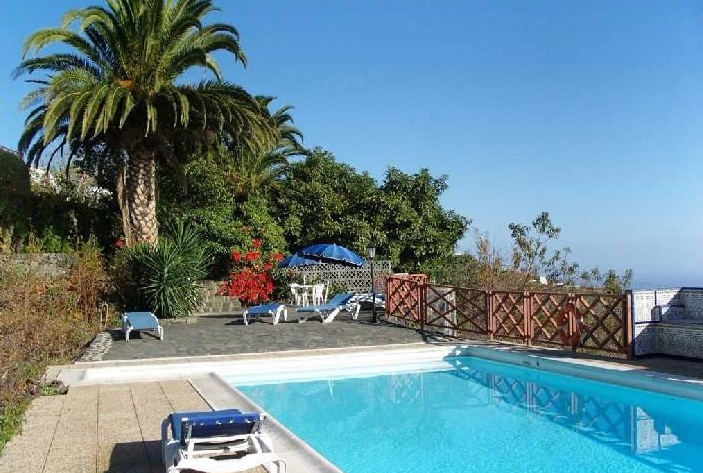 Self-catering with pool la palma canary islands