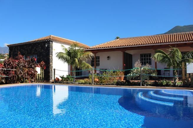 Todoque bungalow with swimming pool
