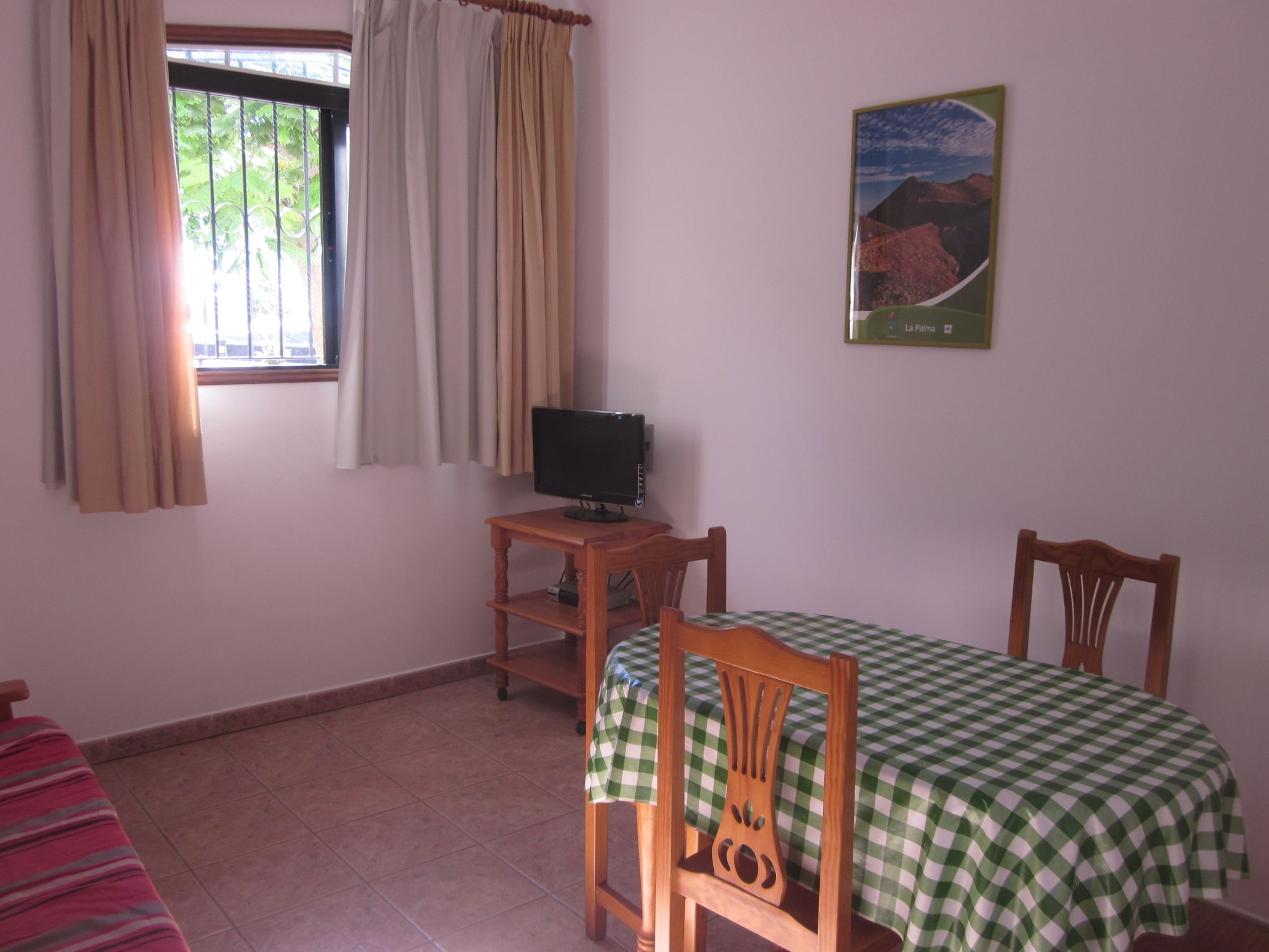 Tazacorte apartment sleeps 4