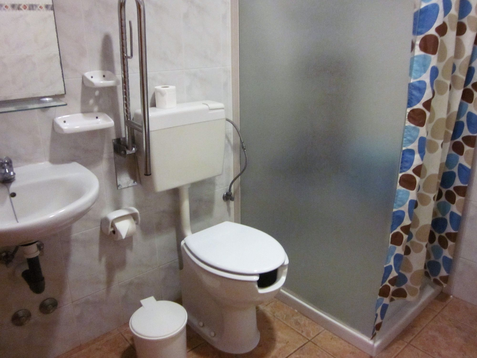 bathroom with facilities for disabled or reduced mobility