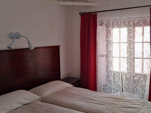 1st floor bedroom with twin beds